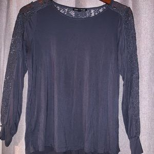 Long sleeve top with lace
